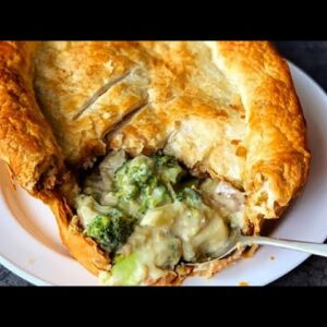 CREAMY VEGAN BROCCOLI PIE | EASY VEGAN DINNER