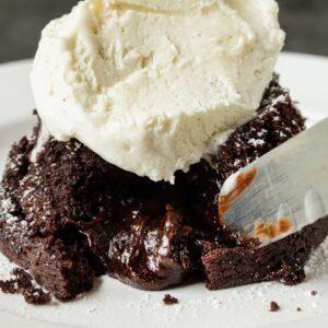 5 INGREDIENT CHOCOLATE LAVA CAKE | VEGAN DESSERT