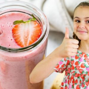 STRAWBERRY BANANA SMOOTHIE | just 4-ingredients